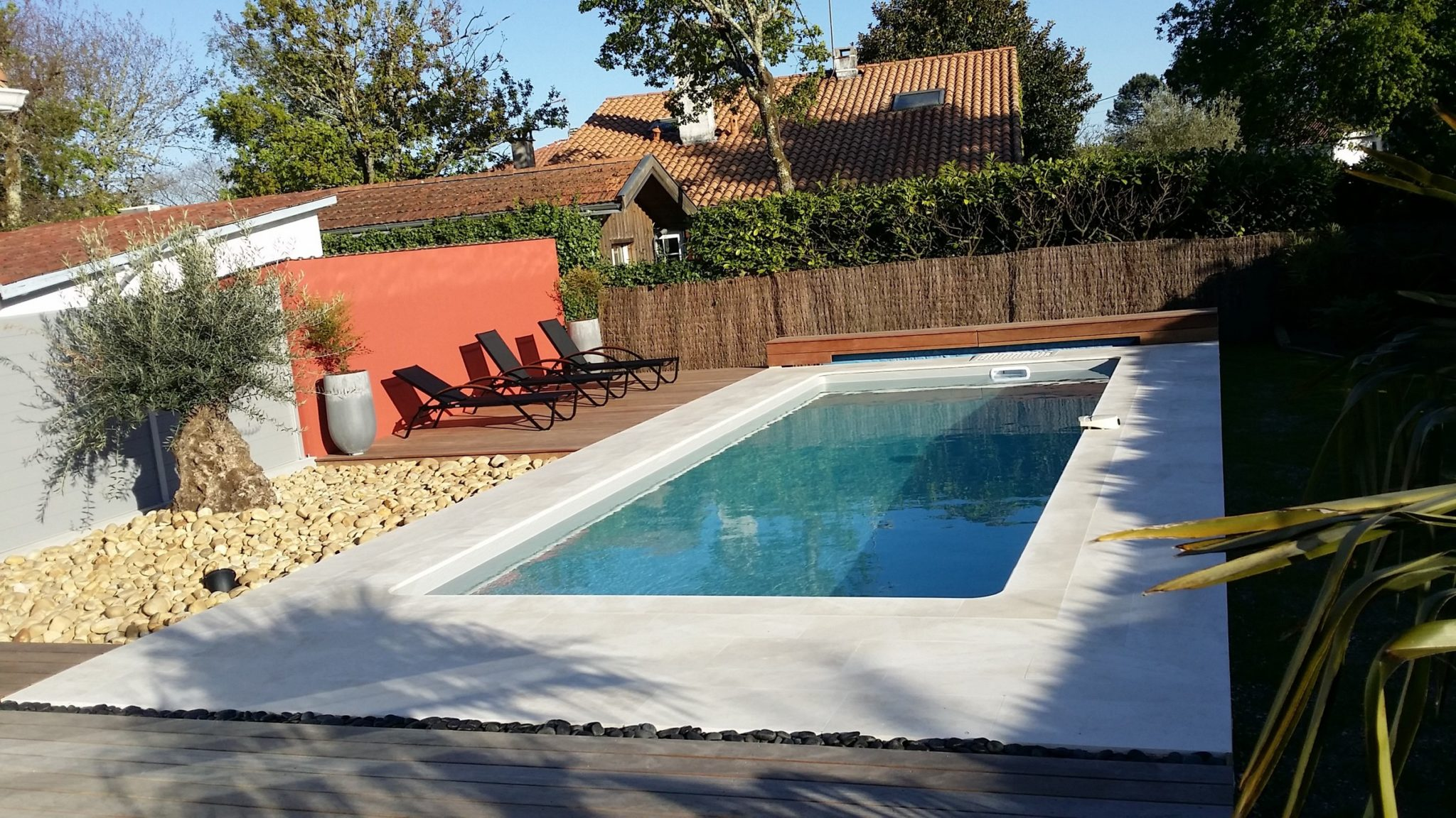 Piscine avec bloc de filtration reference piscine for Constructeur piscine 17
