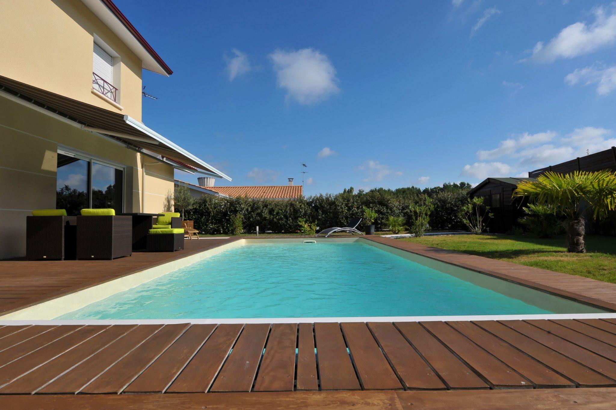 Piscine kit delaunay reference piscine constructeur de for Constructeur piscine
