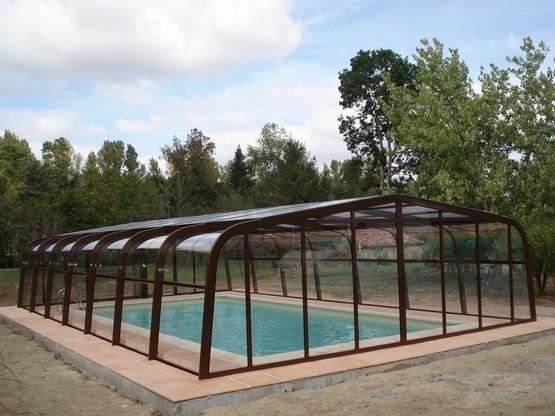 R f rence piscine vous propose des abris qui se marieront for Environnement piscine