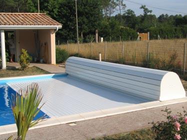 le volet roulant de piscine est un syst me de s curit tr s performant. Black Bedroom Furniture Sets. Home Design Ideas
