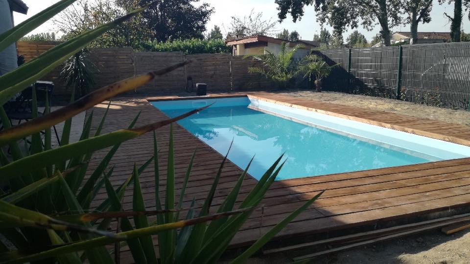 Terrase en bois terminer reference piscine constructeur for Constructeur piscine bois